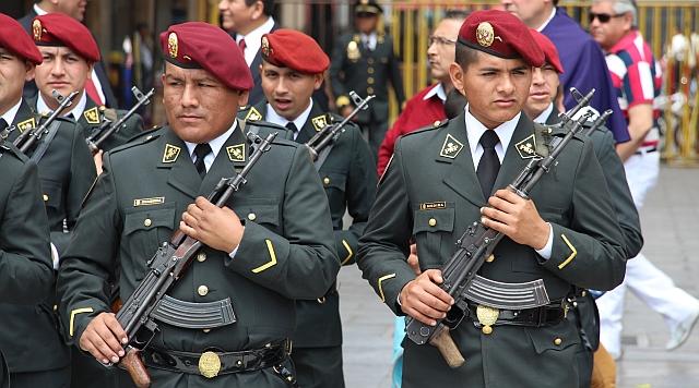 Lima - Plaza Mayor - show militaire korps