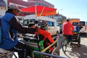Puno - Met fietstaxi's naar de haven