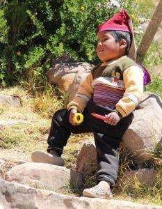 Taquile - Een kind met gebreide muts