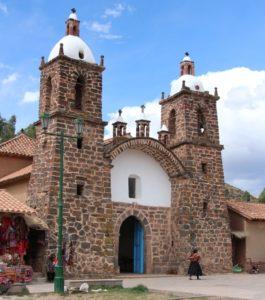 Raqchi - De kerk op het plein