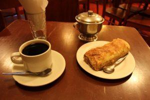 Cusco - Cafe Ayllii - Koffie met Pie de Manzana