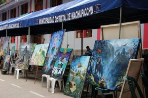 Aguas Calientes - Plaza Major - schilderijen expositie