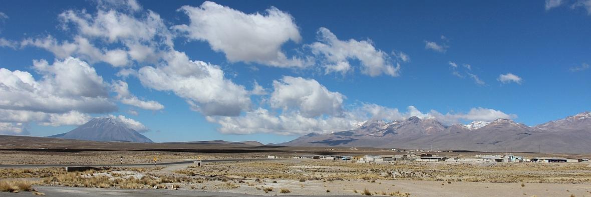 Vulkaan en wolken